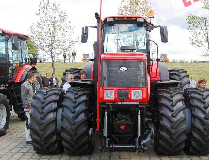 2. ábra. MTZ 3023 típ. 220KW-os középnehéz univerzális dízel-elektromos traktor