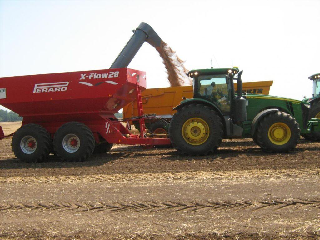 7. ábra:A 28 m3-es Perard X-Flow 28 kiközelítő kocsi használata kukorica betakarításban is javíthatja a kombájn és szállítóeszköz kihasználást