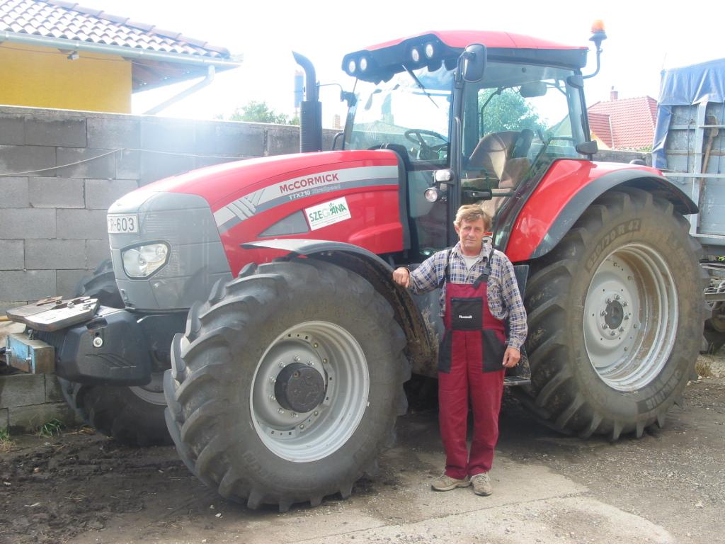 Szász Károly, Százhalombatta - Új büszkeségével a McCormick TTX 210 traktorral