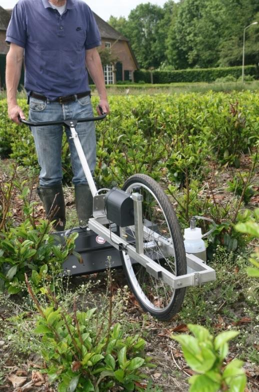 MANKAR-Roll tolt gép, útarányos vegyszeradagolással, a kerék tengelye által hajtott szivattyúval