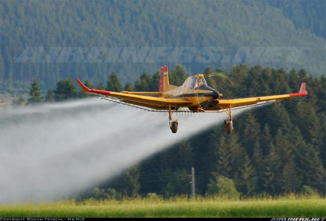 2.kép Az állomány leszárítása a sikeres repcebetakarítás alapjait képezi (Z-137T repülőgép deszikkálásban)