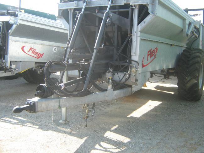 6. ábra:A nagyméretű, alacsonynyomású gumiabronccsal szerelt futóművek csökkentik a talajtömörödést