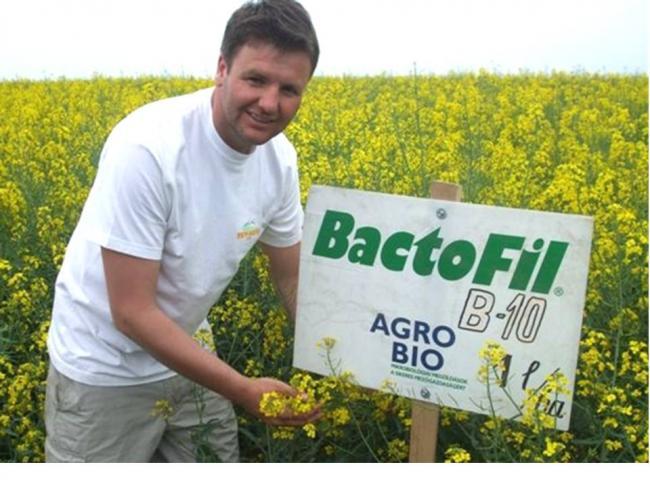 Dominkó Zsolt (Try Béta Kft. Orosháza, ügyvezető) elégedetten mutatja a BactoFil hatását.