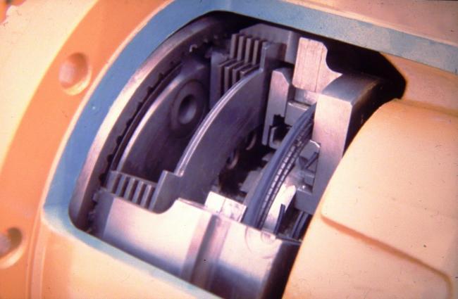 7. ábra. Rába gyártmányú olajban futó többlamellás kerékagyfék