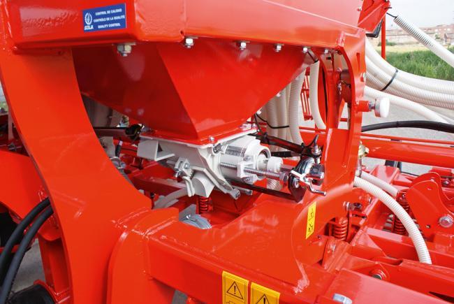 5.kép Központi tolóhenger állítás pneumatikus vetőszerkezetű gépen