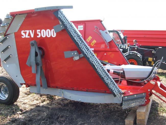 Késpárok és ellenkések a Debreceni Mechanikai Művek SZV-5000-es függőleges tengelyű szárzúzóján