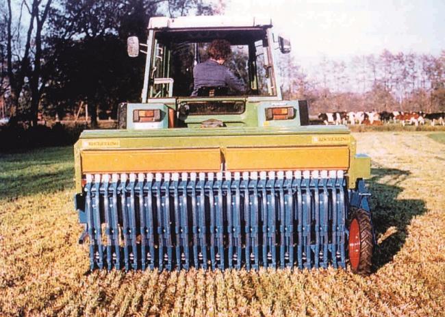 13. ábra: Direktvető elemekkel felszerelt gabona sorvetőgép gyep felülvetésben