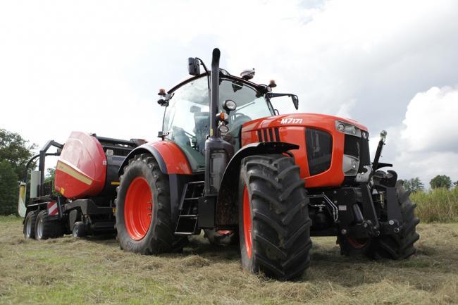 Új, felső középkategóriás, narancssárga Kubota traktorok az M7-sorozatban