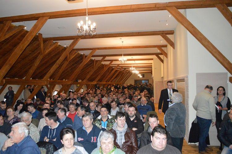 Nagyszabású rendezvényt tartott a Holland Alma Kft. Gyümölcsfaiskola, a Biocont Kft és Naturalma ZRt. A házigazda elmondta, hogy hozzávetőlegesen száz látogatóra számítottak, végül kétszáz fő felett alakult a regisztráltak száma.