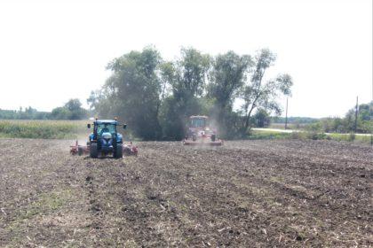 A növényi maradványokat kezelésük után a talajba kell visszaforgatni