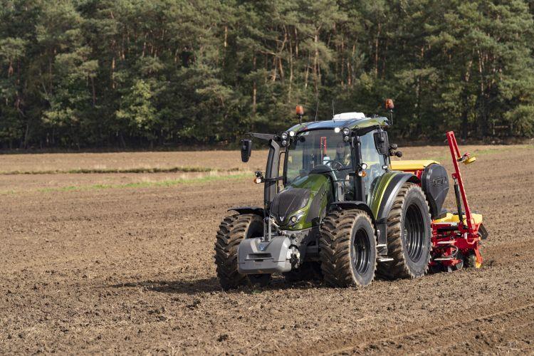 3. kép. Valtra G135 univerzális traktor, forrás: https://news.agcocorp.com/gallery