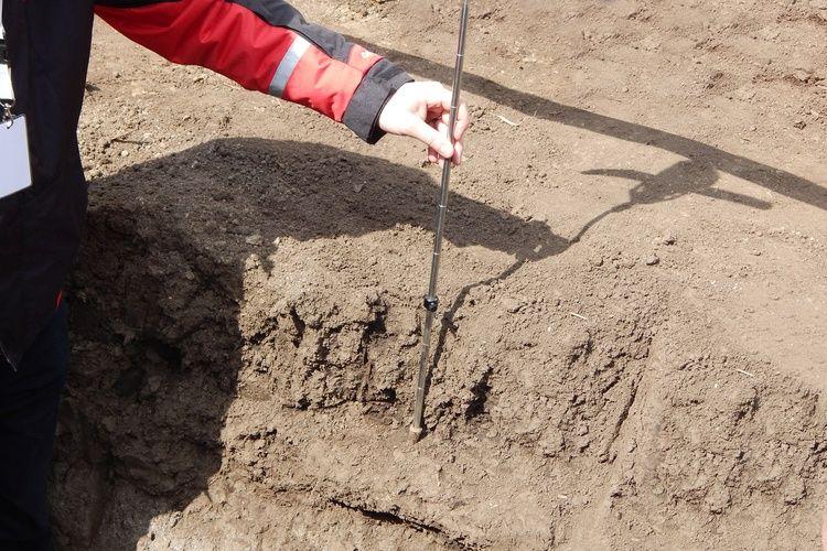 A nedvességfelvétellel arányosan növekszik a talaj sérülékenysége