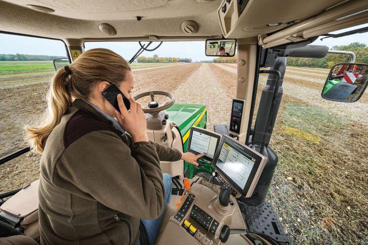 3. kép. A traktoros kommunikálása az üzemeltetési központtal (forrás: www.nak.hu/kiadvanyok/)
