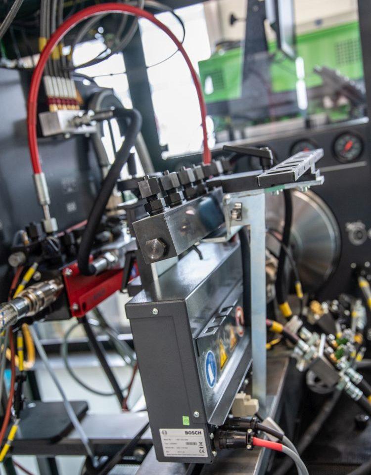 Bosch EPS 815 tesztpad common rail egységek vizsgálatához (előkészítve)