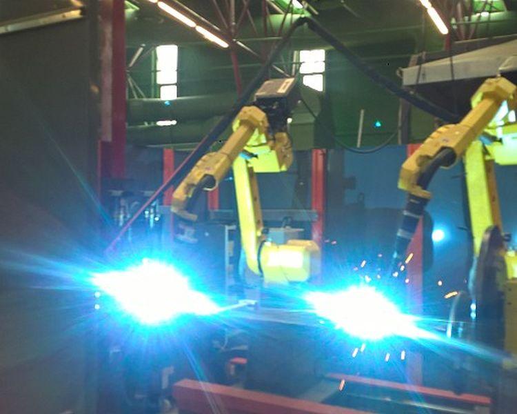 4. kép. Az újabb fejlesztésű mezőgazdasági pótkocsik gyártásánál széles körben alkalmazzák a hegesztőrobotokat