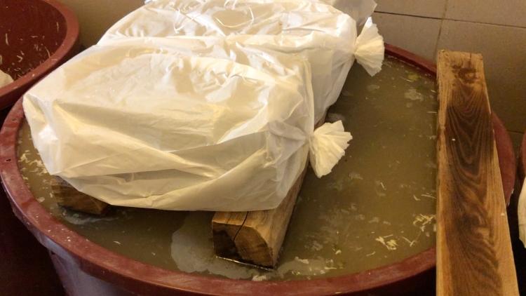 Hagyományos, tejsavaserjesztéssel készülő savanyú káposzta